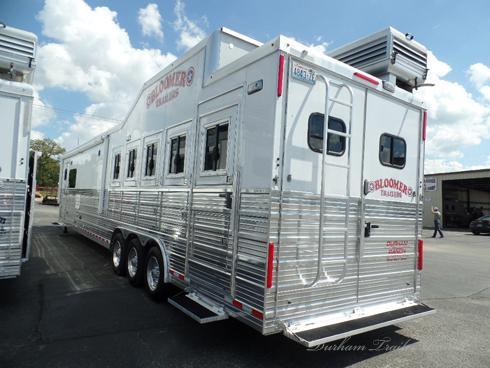 2015 Bloomer 5 Horse Reverse Load with 18'sw 7' Slide
