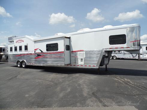"2010 Bloomer 4H 19'9"" SW Horse Trailer"