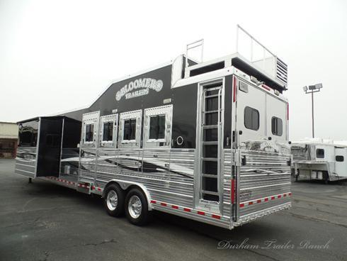 2012 Bloomer 4H 18' SW Horse Trailer