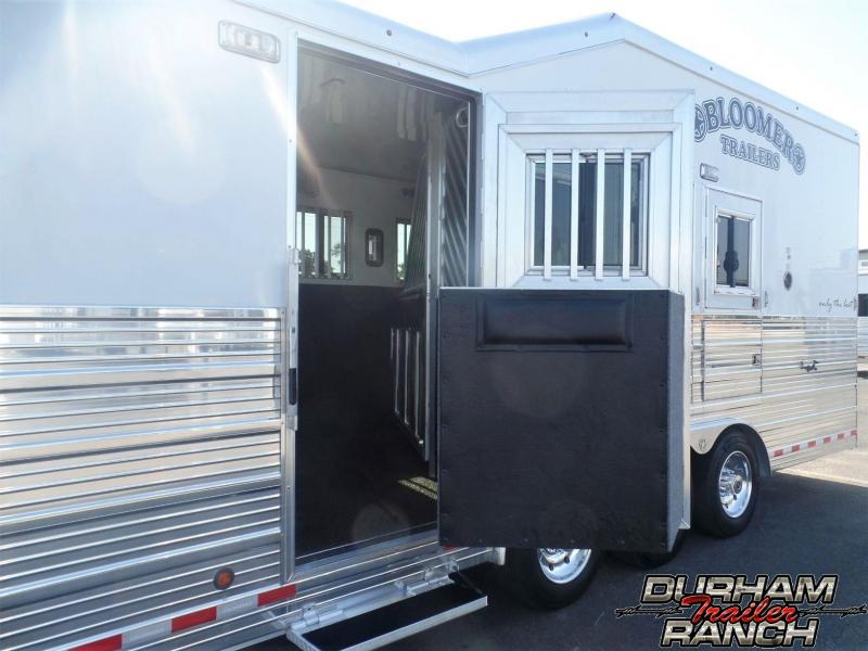 "2015 Bloomer 4H PC Load w/ 17'2"" SW & 6' Hydr. Slide Horse Trailer"
