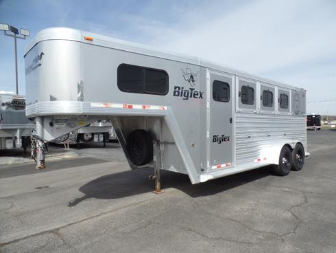 2008 Cimarron 3 Horse with 4ft Dressing Room Horse Trailer