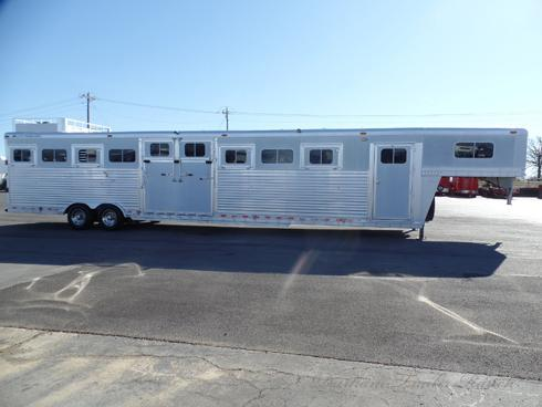 2005 Elite 9 Horse with Front Dressing Room Horse Trailer