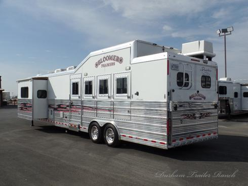 2010 Bloomer 4H 17' SW Horse Trailer