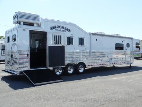 """2018 Bloomer 4H PC Load 16'9"""" SW Horse Trailer"""