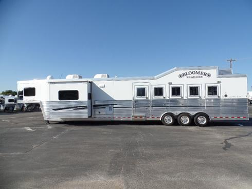 2013 Bloomer 5H 17.5'sw 7.5' Slide Horse Trailer