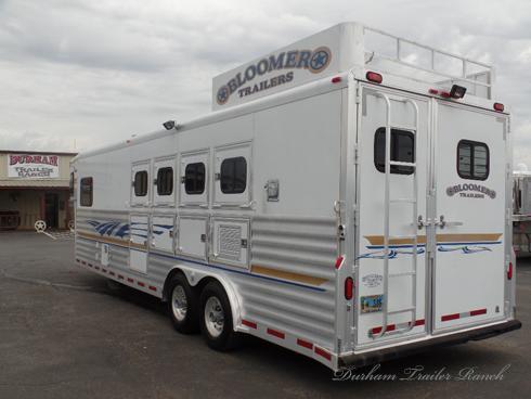 2002 Bloomer 4H 11'sw Horse Trailer