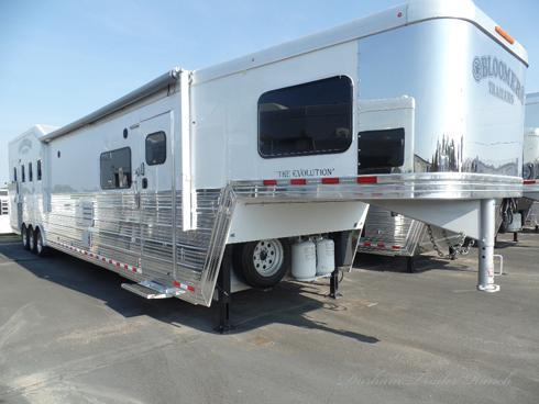 2014 Bloomer 4H 18.6'sw Horse Trailer
