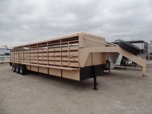 1987 WW 32' Gooseneck Stock Trailer