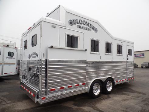 2016 Bloomer 4H Slant Wedge Nose BP Horse Trailer