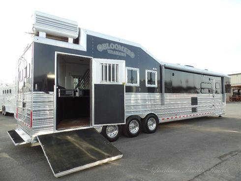 2013 Bloomer 4H 17.5' SW Horse Trailer