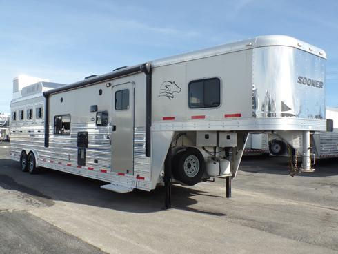 2014 Sooner 4H 14.5 ft Short Wall Horse Trailer