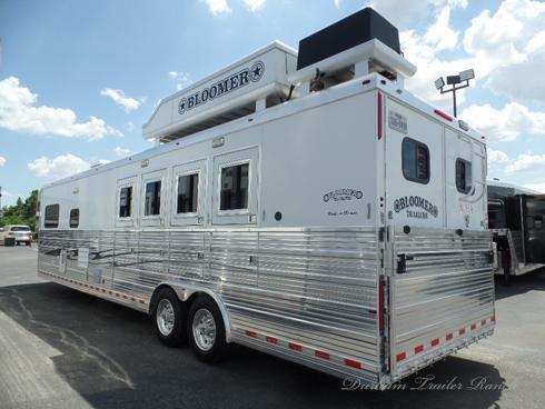 2008 Bloomer 4H 17'sw Horse Trailer