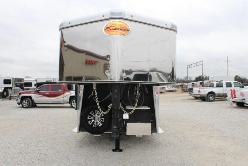 2016 Sundowner 4 horse with 5' Living Quarter