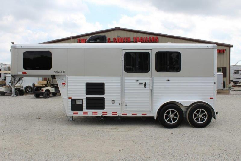 2016 Sundowner 2 horse with 6' Living Quarter