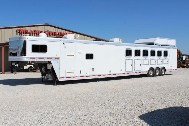 2014 Blue Ribbon Trailers 14' Living Quarter Horse Trailer