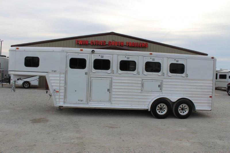 1998 Hart 4 horse slant gooseneck in Ashburn, VA