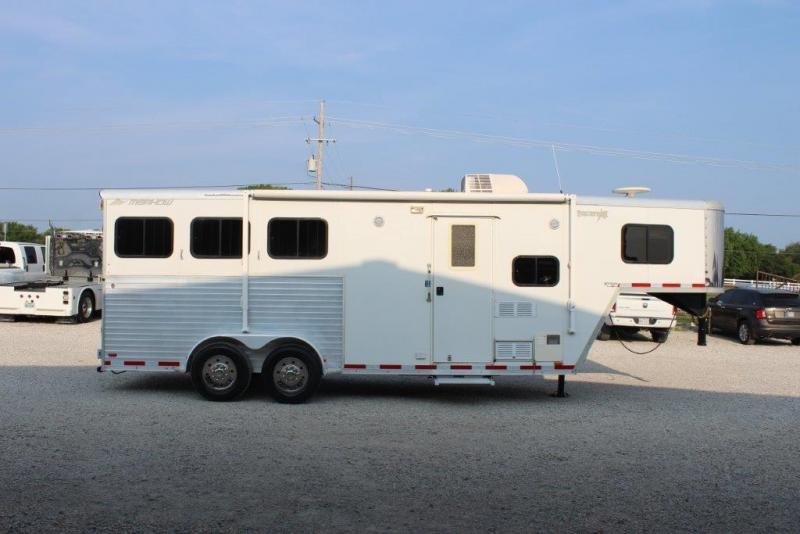 2008 Merhow 3 horse with 6' Living Quarter