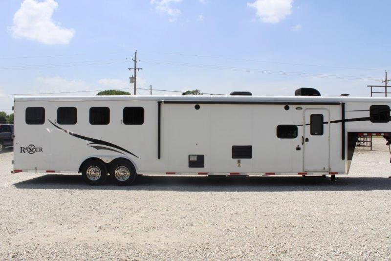 2015 Bison 4 horse with 15' Living Quarter