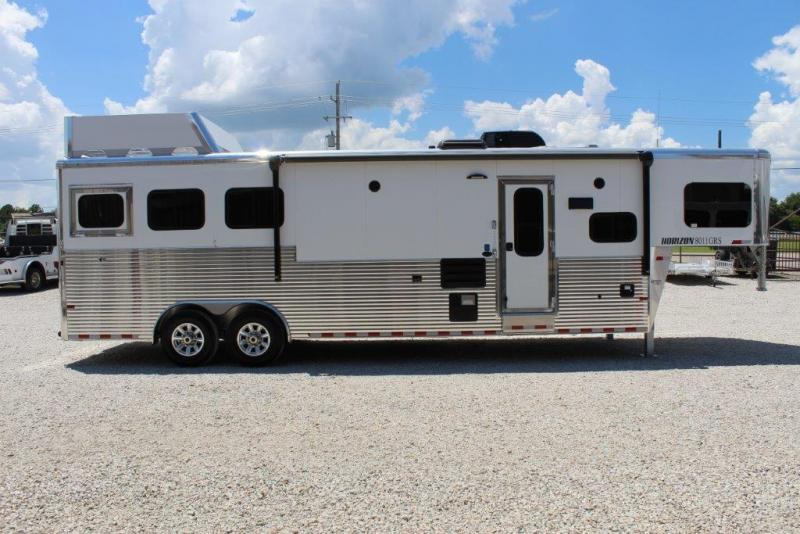 2018 Sundowner 3 Horse with 11' Living Quarter