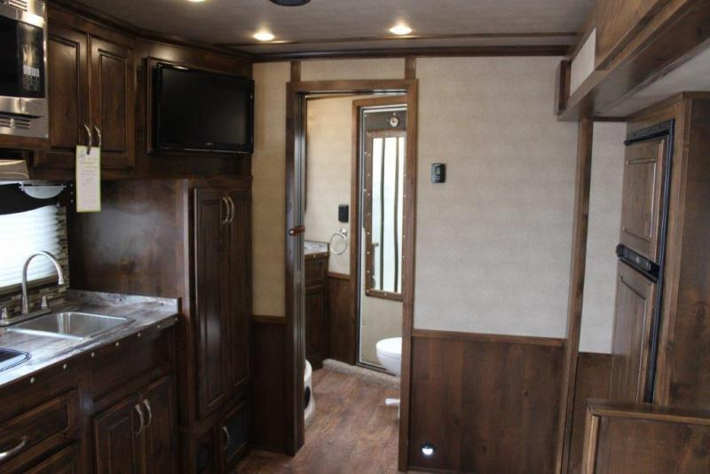2017 Featherlite 4 horse with 15' LQ w/Slide Out