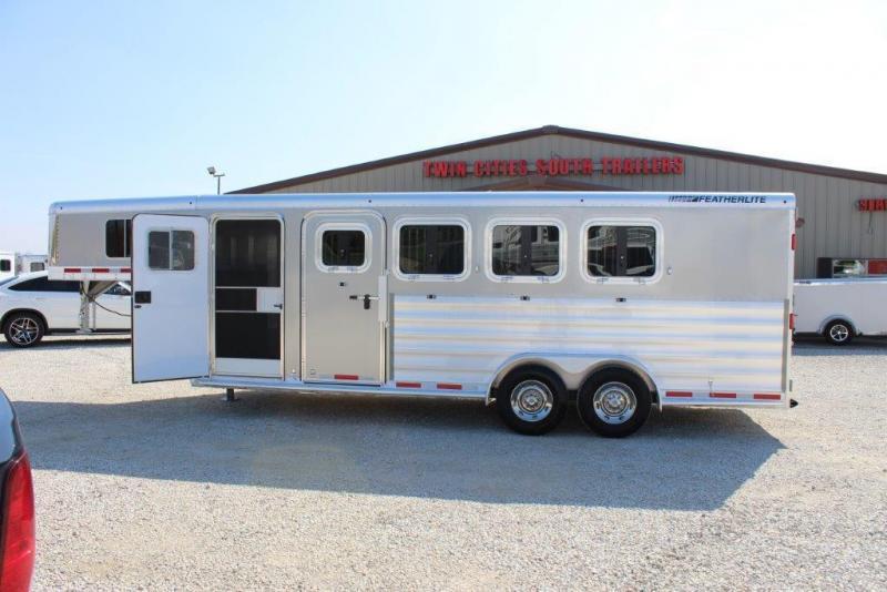 2016 Featherlite 4 horse slant gooseneck