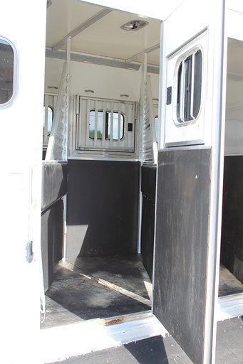 2005 Cimarron Trailers dressing room Horse Trailer