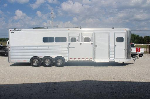 2005 Cimarron Trailers dressing room Horse Trailer