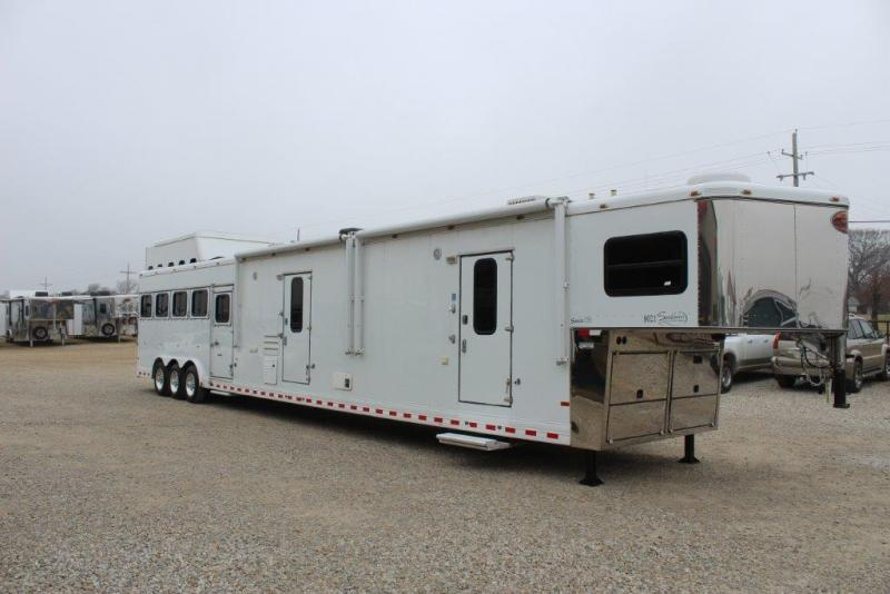 2008 Sundowner 5 horse with 21' LQ with slide out and bunkbed room in Ashburn, VA