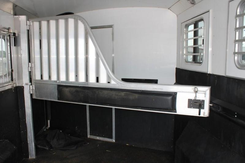 2011 4-Star Trailers dressing room Horse Trailer