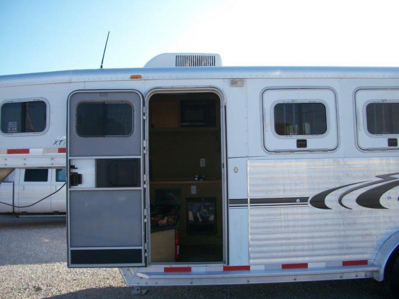2005 Exiss 3 horse with 4.5 Living Quarter