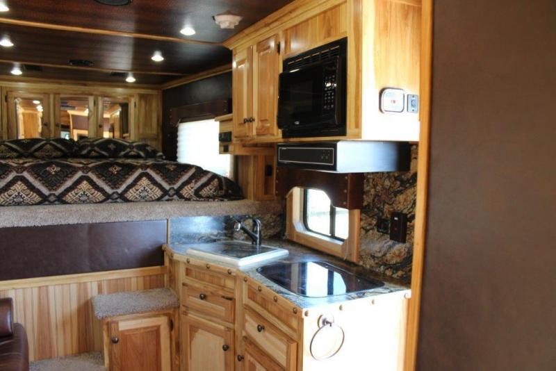 2018 Sundowner 3 horse with 10' Living Quarter