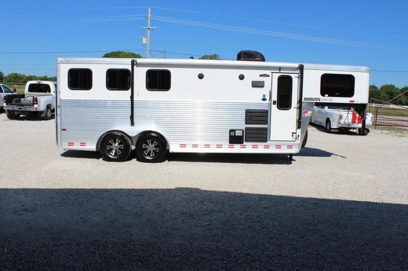 2016 Sundowner 3 horse with 6' Living Quarter