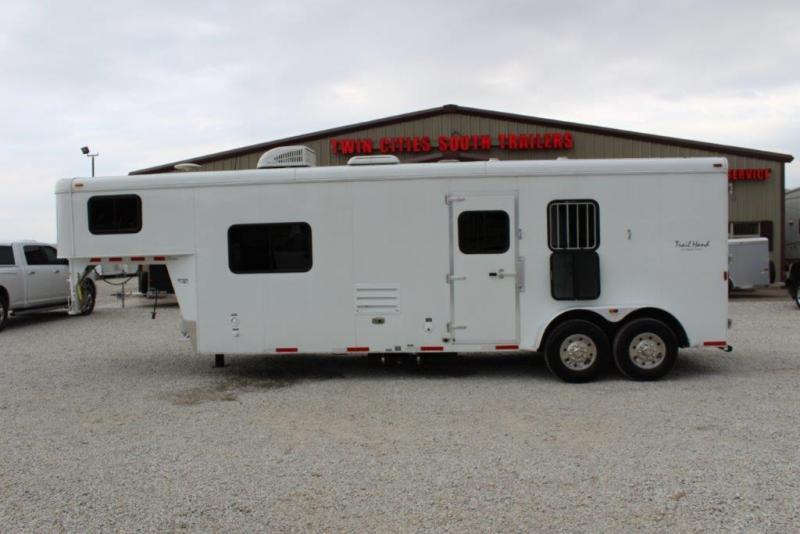 2014 Bison 2 horse with 10' Living Quarter