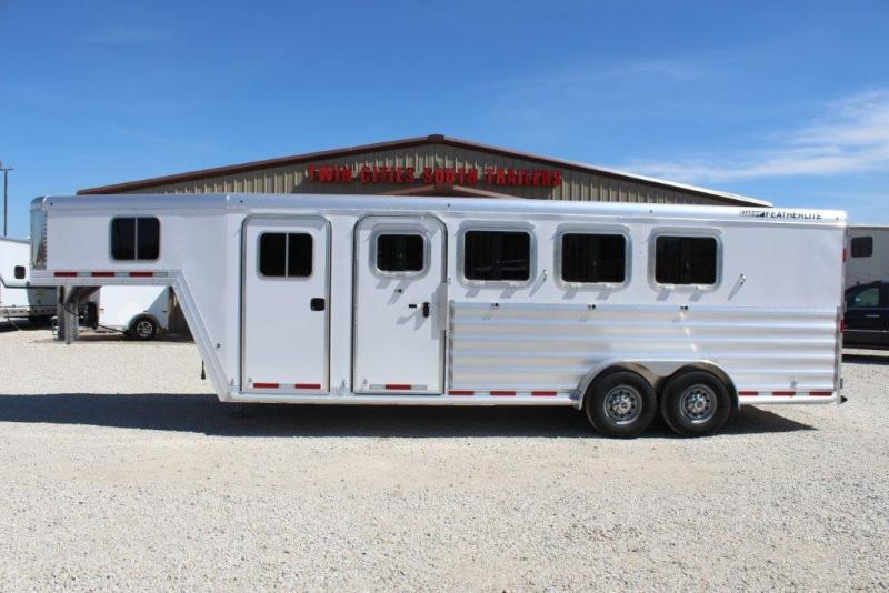 2018 Featherlite 4 horse slant gooseneck in Ashburn, VA
