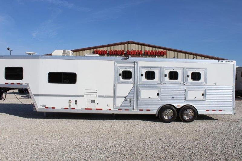 2010 S and H 4 horse slant with 10' Living Quarter