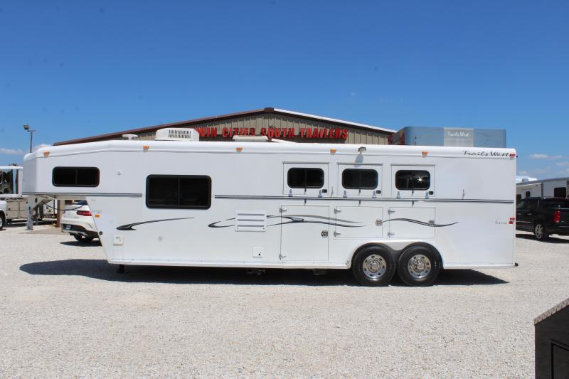 2006 Trails West 3 horse with 10' Living Quarter in Ashburn, VA