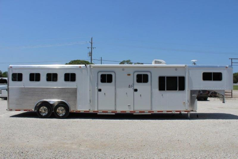 2001 Sooner 4 horse with 12' LQ with Slide Out and MidTack
