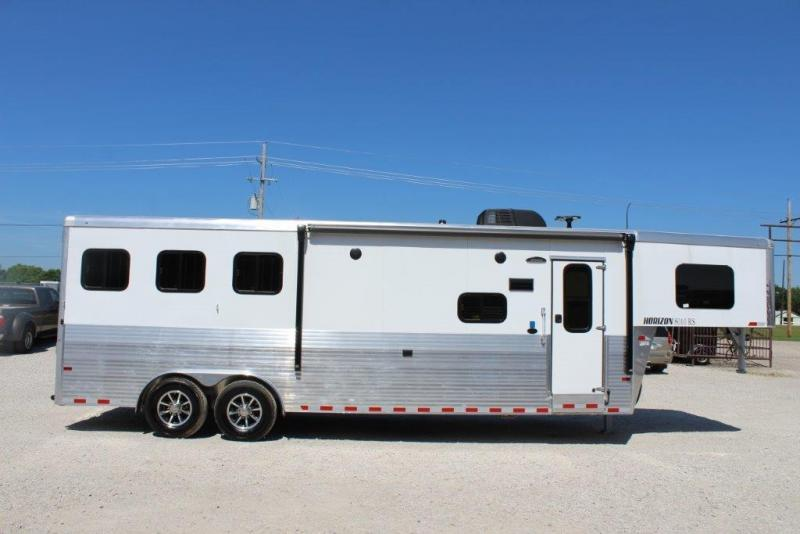 2019 Sundowner 3 horse with 10' Living Quarter