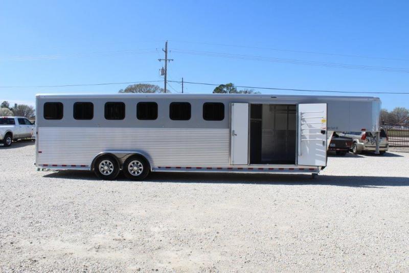 2018 Sundowner 6 horse with dressing room