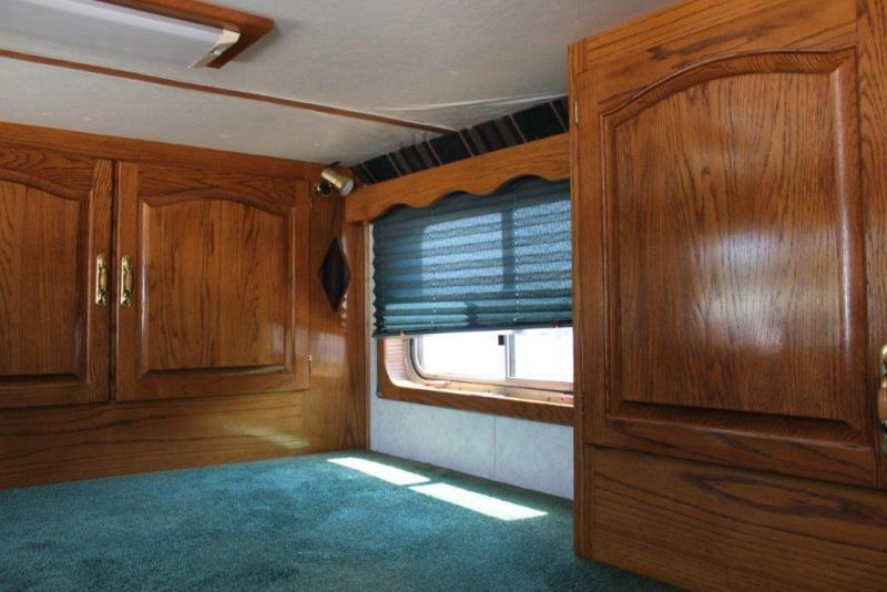 1998 Barrett 4 horse with 12' Living Quarter and midtack