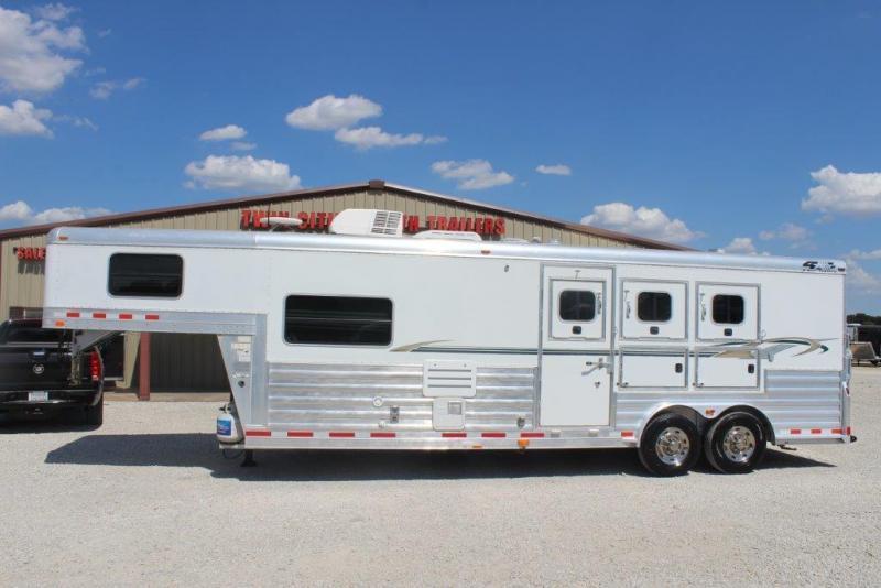 2007 4-Star 3 horse with 10' Living Quarter