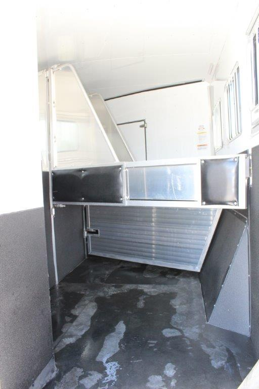 2019 Sundowner 3 horse with 11' Living Quarter