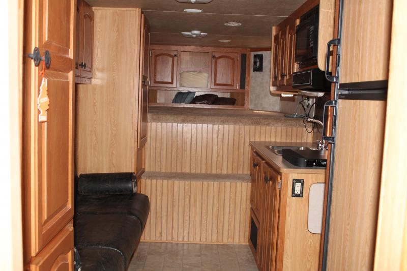 2008 Lakota 4 horse with 12' Living Quarter with Mid Tack