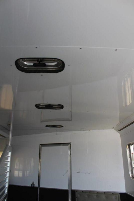 2008 Featherlite 3 horse with 12' LQ with Slide Out