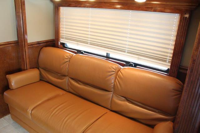 2013 Freightliner Equine CarriageM2