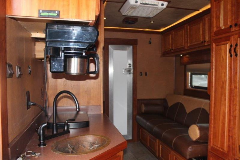 2007 Bloomer 6 horse with 15' Living Quarter