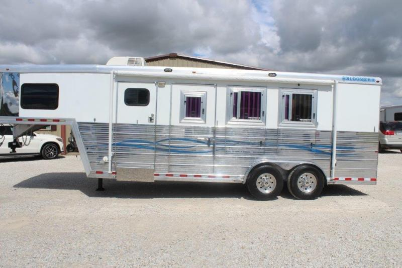 2007 Bloomer dressing room Horse Trailer