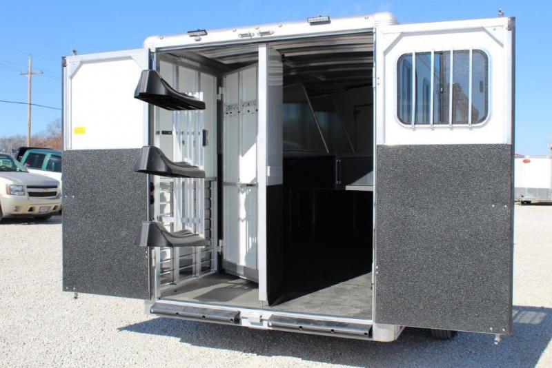 2018 Sundowner 3 horse with 6' Living Quarter