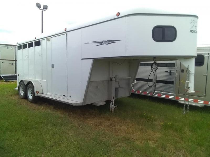 2006 Morgan Built dressing room Horse Trailer