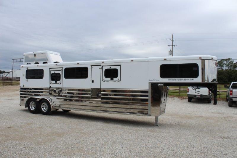 2005 Sundowner 2 horse In-Line Gooseneck Trailer